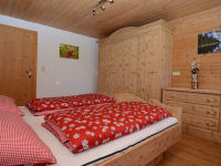 Rote Wand Schlafzimmer 1