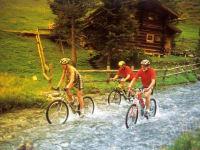 Biken im Bach