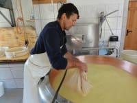 Werner beim Käsen