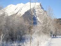 Winterwanderweg mit Blick auf die Kanisfluh