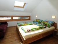 Zimmer mit Dachfenster