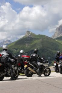 Kurvenspaß in den Dolomiten