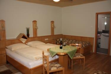 Mehrbettzimmer mit Dusche und WC