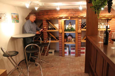 House wine bar in the cellar of the Kellerstöckl building.