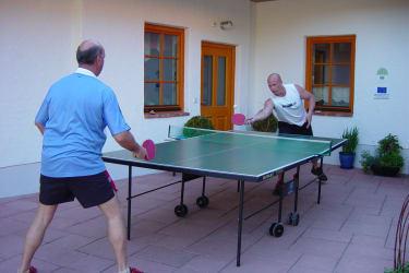 Tischtennis, Tischfußball am Hof