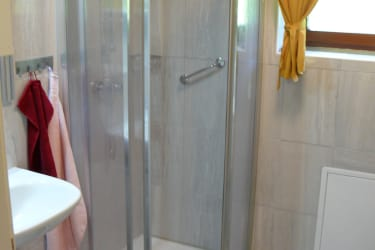 Duschkabine mit Haltegriff
