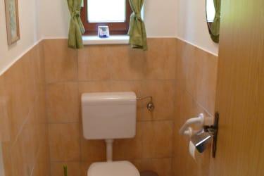 Toilette mit Haltegriff