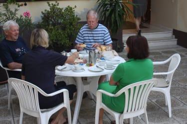 Frühstück im Hof