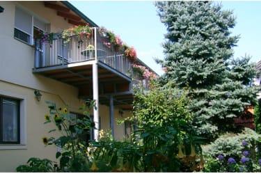 Hof mit Terrassen