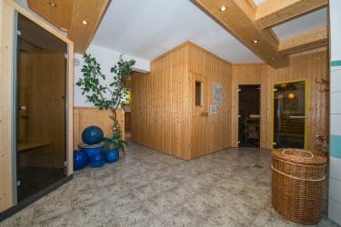 Saunabereich - Physiotherm Infrarotkabine, Finnische Sauna, Dampfsauna und Kräutersauna