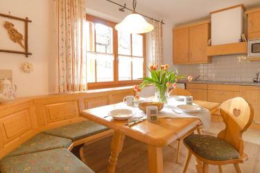 FEWo Gänseblümchen - Küche mit Sitzecke
