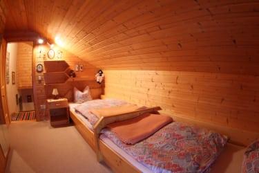 3. Schlafzimmer 2-Bett Mansarde