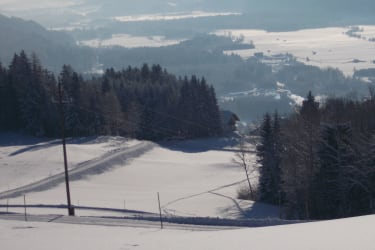 Blick ins verschneite Tal