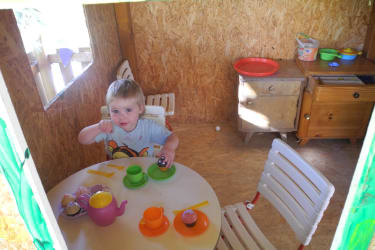 Spielhaus mit unserer Annika
