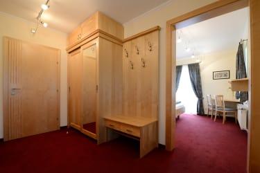 Vorraum mit Garderobe Zimmer Weißensee