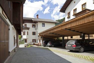 Bauernhaus, Parkplatz