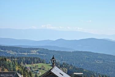 Blick vom Bauernhof über Kärnten