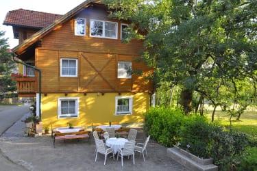 Ferienhaus und Terrasse Haberlehof