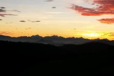 Blick auf die Karawanken bei Sonnenuntergang