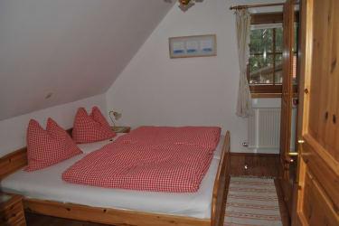 Schlafzimmer in der oberen Wohnung