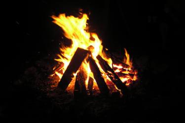 abendliches Lagerfeuer