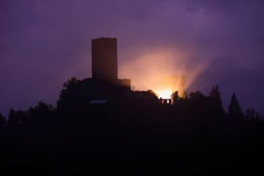 Die Burg Liebenfels bei Nacht
