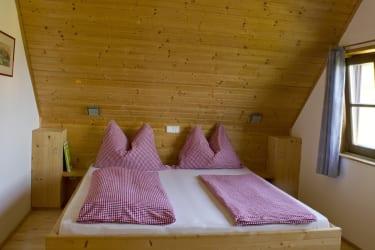 Doppelbett ( Zustellbett möglich )