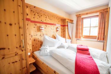 Gutzingerhof  Zirbenholzschlafzimmer