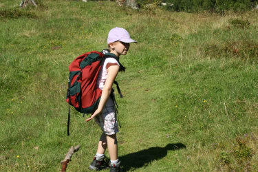 Kind bei Wanderung