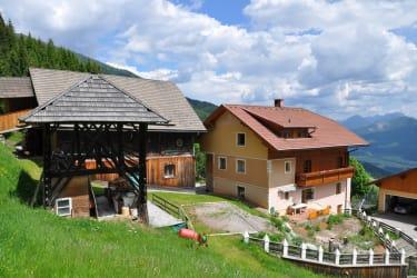 Der Ferienhof. Im Sommer stellen wir einen Pool auf und schon kann der Badespaß mit toller Aussicht, mitten in den Bergen beginnen.