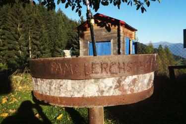 Lerchsters Jungbrunnen! Eiskaltes klares Trinkwasser aus der eigenen Quelle - jährlich geprüft!