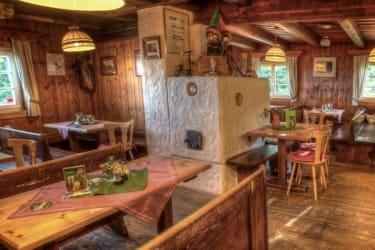 der Gastraum der Frido Kordon Hütte