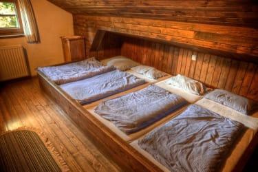 eines der Schlafzimmer in der Frido Kordon Hütte