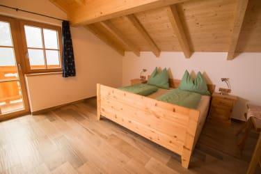 Schlafzimmer 1 (FeWo Enzian)