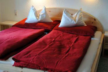 Ferienwohnungen mit Betten aus Zirbenholz