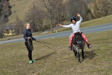 Ponyreiten mit Curly