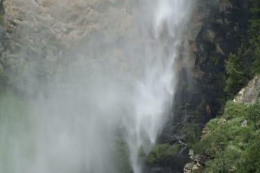 Wasserfall direkt gegenüber!
