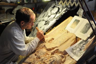 Ein Hobby das zum Nebenberuf wurde, ist die Holzschnitzerei