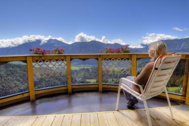 Unser Panoramabalkon mit herrlichem Ausblick auf die Berge.