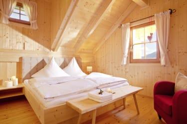 Das große Schlafzimmer mit Südbalkon