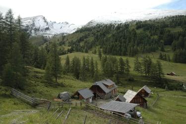 Wolfsbachhütte in wunderschönen Bergpanorama