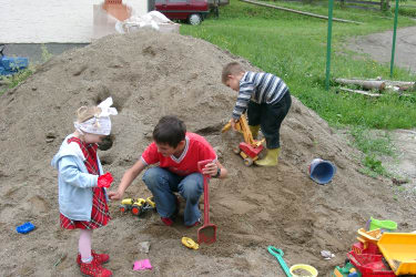 Sandhaufen für Kinder