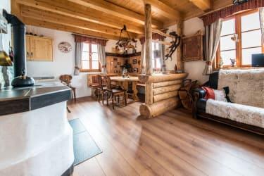 Die Hütte ist kreativ modern urig eingerichtget