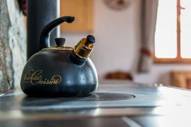 Unsere Teekanne mit Pfeifton erwartet Sie schon...