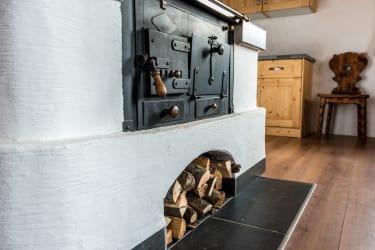 Warmer Holzofen zum Kochen, mit Backrohr