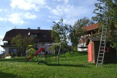 Hof mit Spielplatz