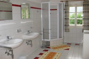 Das gorßzügige Badezimmer