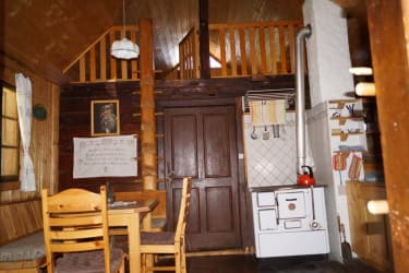 Tröbacheralm Hütte - Wohnküche mit Galerie