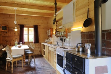 Unsere Küchen mit altem Ofen