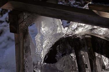 Eiszeit am Wasserrad